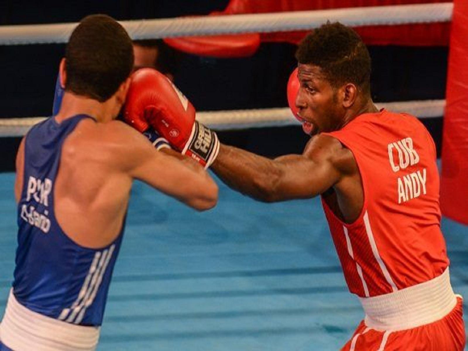 Andy Cruz (rojo), de la división de 64 Kg, ganó el premio a mejor atleta cubano del año, según el INDER. Foto: Marcelino Vázquez/ ACN/ Cubadebate.