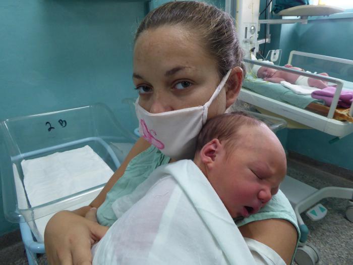 Elena de Las Mercedes y su pequeño Amauris Manuel Foto: del autor