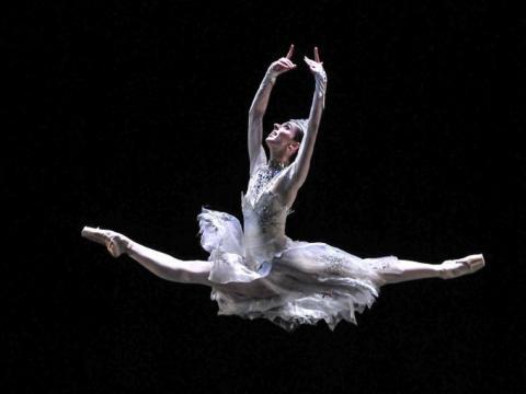 El pas de deux de La reina de las nieves fue uno de los clásicos del Ballet del Teatro Nacional de Praga, que pudo disfrutar el público cubano. Foto: Ariel Cecilio Lemus