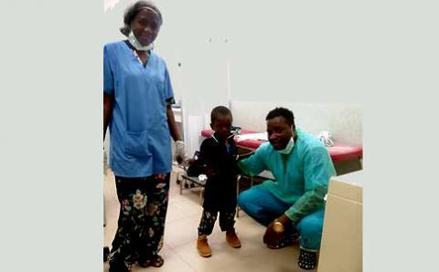 Mención honorífica a médico cubano en Angola