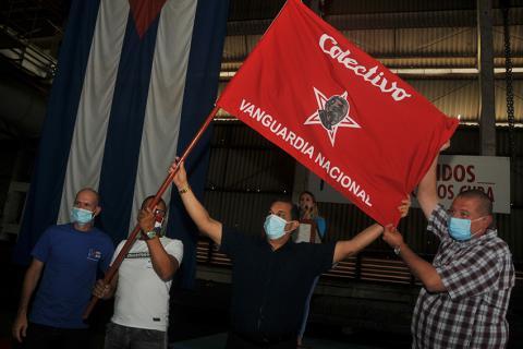 Metunas, ostenta bandera de Colectivo Vanguardia Nacional