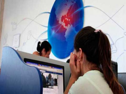 Al cierre de agosto existían más de cinco millones 975 mil usuarios con acceso a Internet en Cuba. Foto: Yaimí Ravelo/Granma