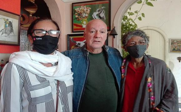 Norma Rodríguez Derivet, presidenta del Consejo Nacional de las Artes Plásticas; Rafael Zarza y Lesbia Vent Dumois, presidenta del Jurado y Premio Nacional de Artes Plásticas 2019. Foto: Cubarte.
