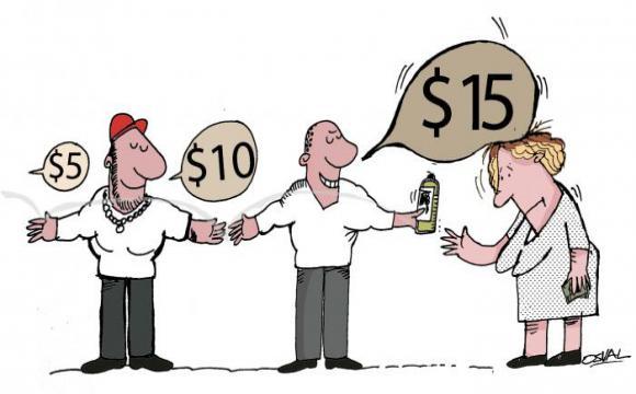De mano en mano, como una cadena, los precios se multiplican para beneficio de unos y en detrimento de otros. Foto: Osval