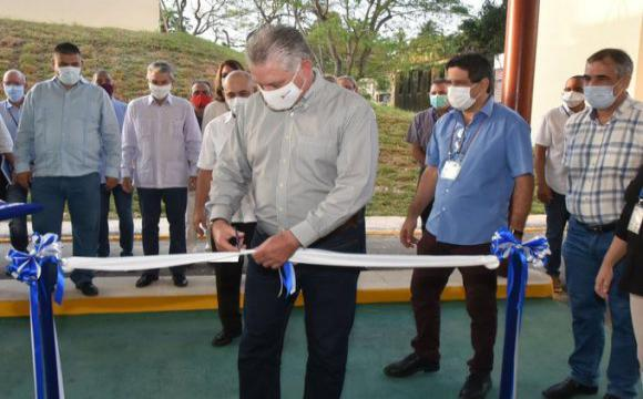 Inaugura Díaz-Canel Planta de Producción de Péptidos Sintéticos. Foto: Twitter/@PresidenciaCuba