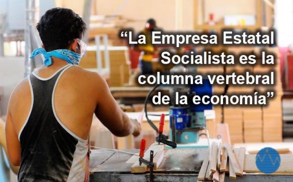 Banner alegórico a la empresa estatal socialista