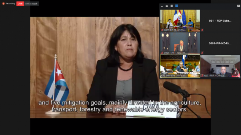 Adianez Taboada Zamora, viceministra de Ciencia, Tecnología y Medio Ambiente de Cuba y jefa de la delegación antillana al evento, compartió con los participantes las valiosas experiencias. Foto: EmbaCuba Fiji